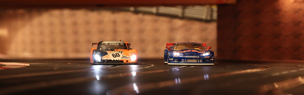 Daytona Prototype met Corvette uit de tunnel